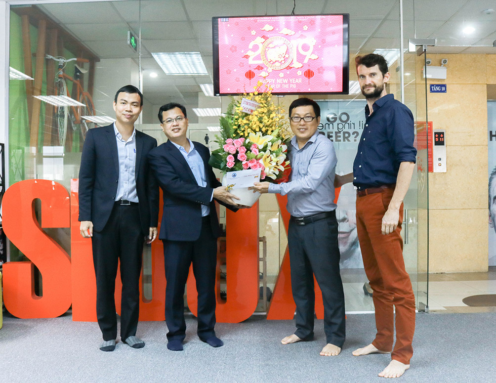 sioux-software-development-company-in-danang-receive-gift-from-danang-2019